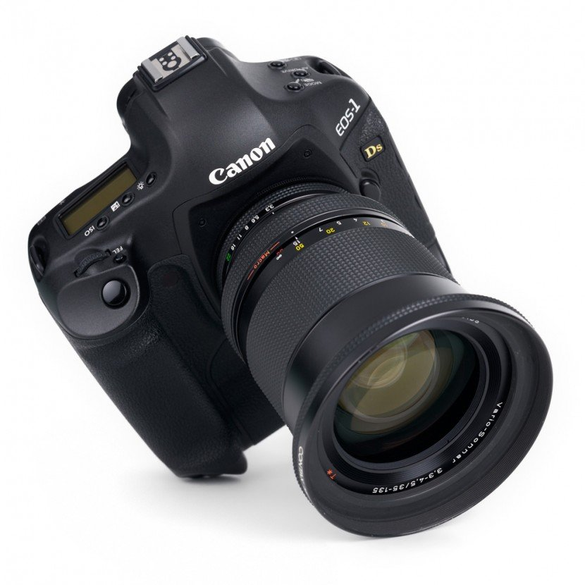 Zeiss-35-135-PebblePlace_00